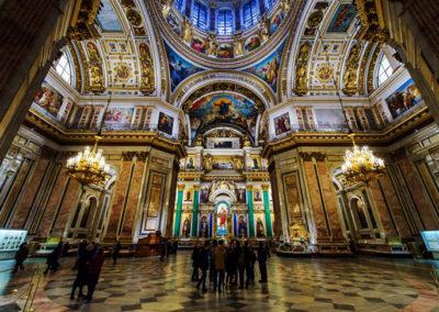 El-suntuoso-interior-de-la-catedral-de-San-Isaac-de-San-Petersburgo-2