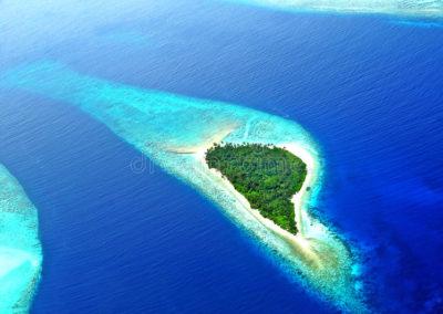 atolón-o-seenu-atoll-el-sur-de-addu-la-mayoría-del-atolón-de-las-islas-de-maldivas-56908681